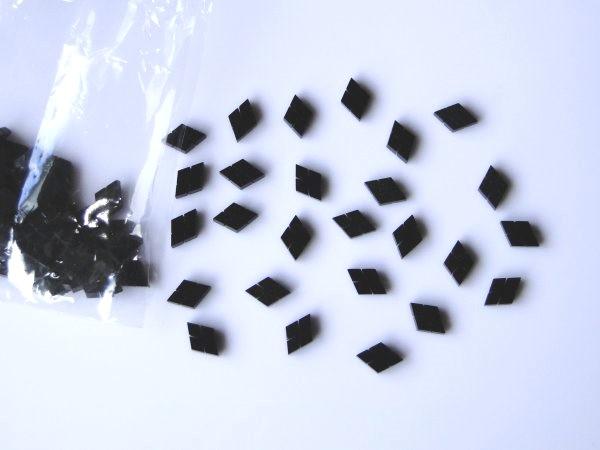 Marcações (dots) diamante (vazado) para braço - Padrão 4 - Acrílico preto perolado - 9mm x 6mm x 2mm (Pacote com 12 un)  - Luthieria Brasil