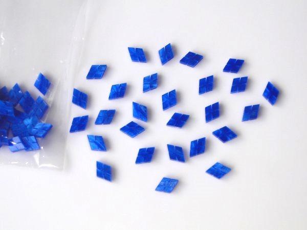 Marcações (dots) diamante (vazado) para braço - Padrão 5 - Acrílico azul perolado - 7mm x 5mm x 2mm (Pacote com 12 un)  - Luthieria Brasil