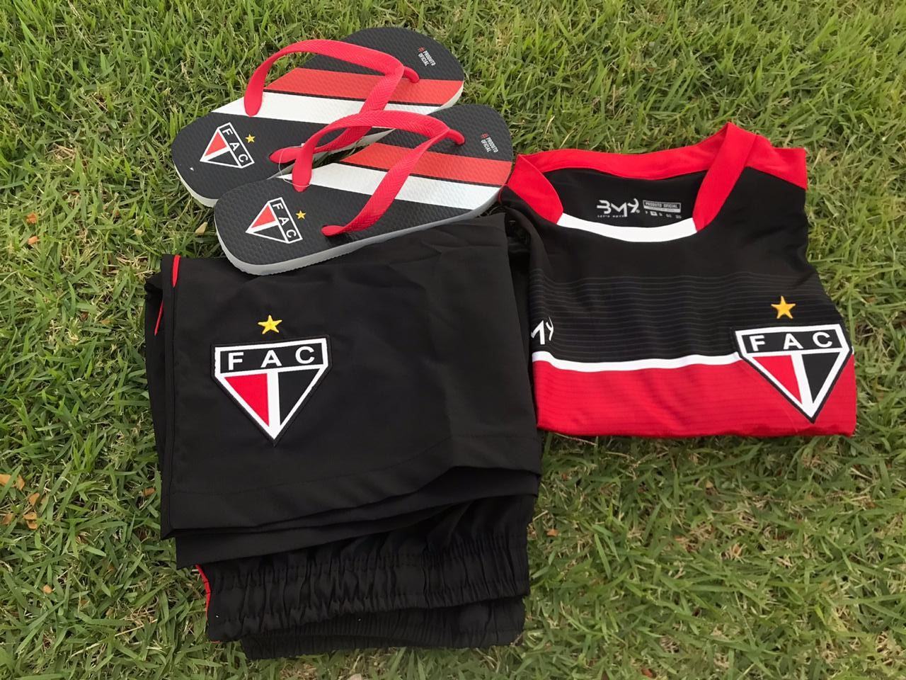 Kit dos pais (camisa treino + bermuda + chinelo + caixa)  - Ferrão Store