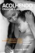 Acolhendo crianças e adolescentes  - Editora Papel Social
