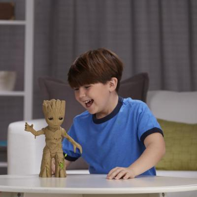 Boneco Guardioes Galaxia - Baby Groot Dancarino C/ Luz E Som Hasbro  - Doce Diversão