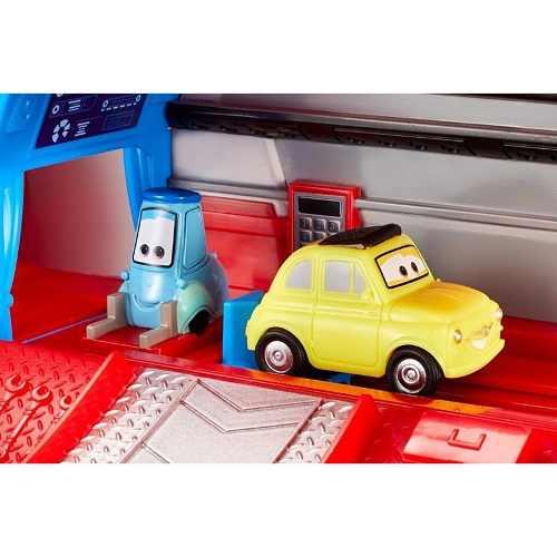 Carros 3 Disney Caminhão Mack Hauler Viajante e Luigi Mattel  - Doce Diversão
