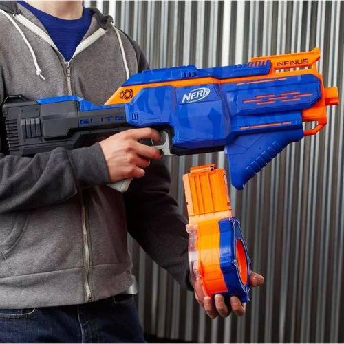 Lançador Nerf Strike Elite  Infinus – Motorizado C/ 30 Dardos Hasbro  - Doce Diversão
