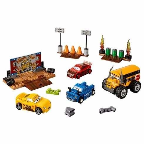Lego 10744 Juniors – Carros 3 - Corrida em Circuito Fechado Crazy 8   - Doce Diversão