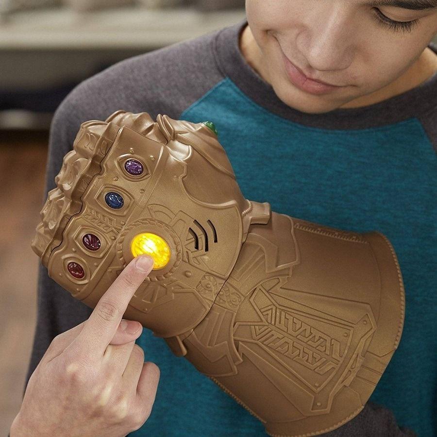 Manopla Eletrônica Thanos Vingadores Guerra Infinita  Hasbro  - Doce Diversão