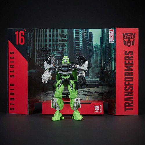 Transformers Studio Series 16 Ratchet Autobot Deluxe - Hasbro   - Doce Diversão