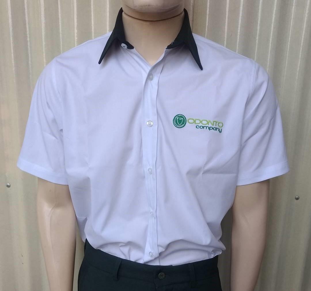 45d1ad9c0 Camisa Social Masculina MC Branca com Detalhes em verde - Uniformes Odonto  Company