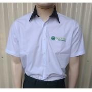7f5519efc Camisa Social Masculina MC Branca com Detalhes em verde - Uniformes ...
