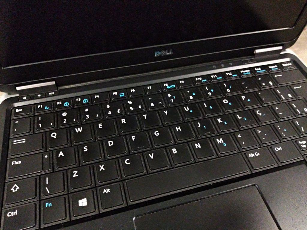 """Ultrabook DELL LATITUDE E7240 com Processador Intel Core i5 Quarta Geração - RAM 4GB - HD 120GB SSD - TELA 13,3"""" - BATERIA RUIM"""