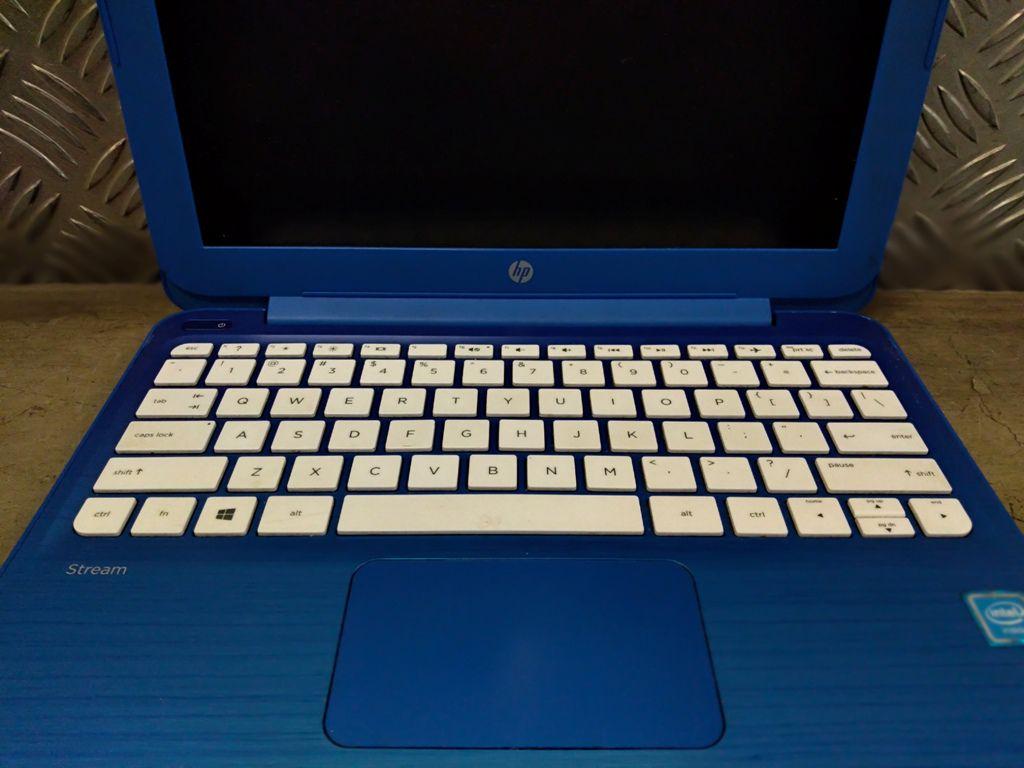 """Ultrabook HP STREAM 11-R014WM com Processador Intel Celeron Dual Core Sétima Geração - RAM 2GB - HD 32GB SSD - TELA 11,6"""""""