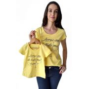 T-shirt adulta e infantil feminina bordada livrai-me do mal