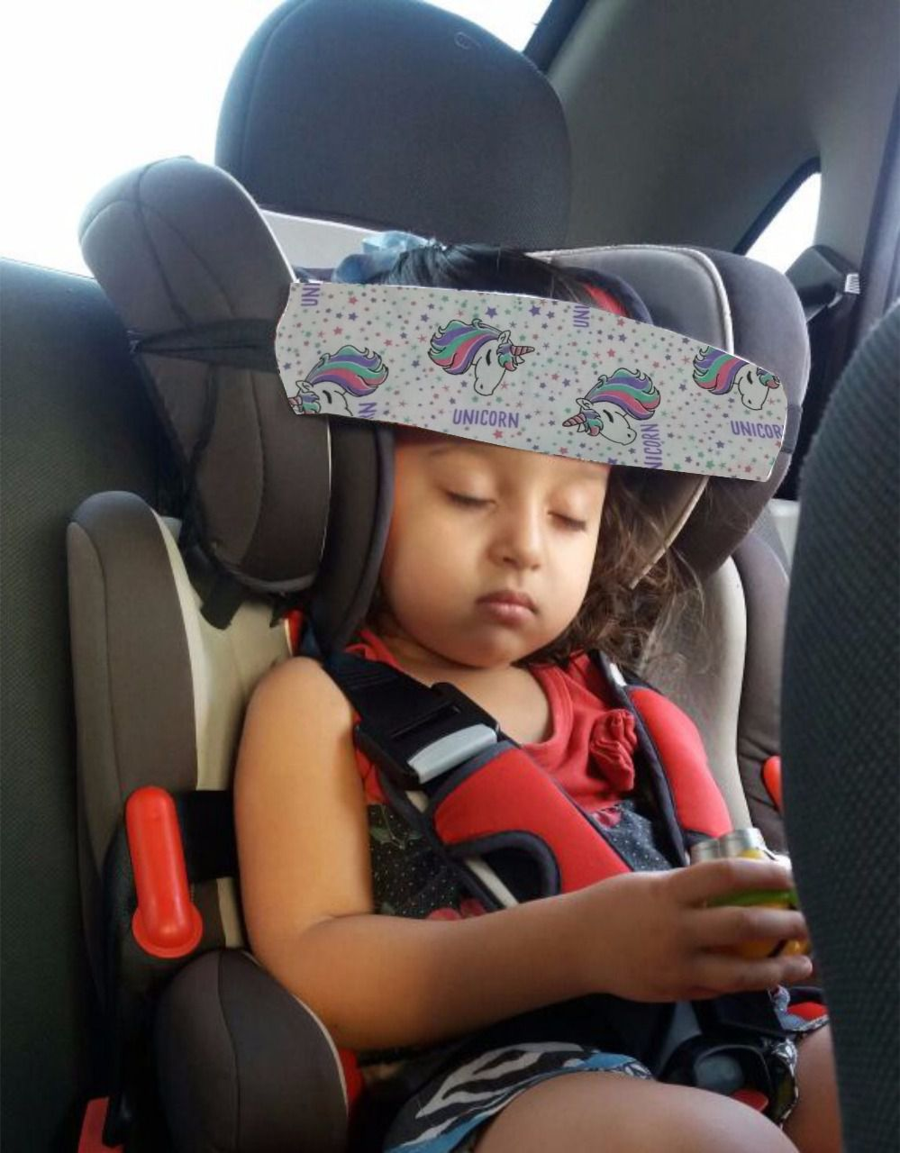 Faixa soninho protege a cabeça do bebê durante a viagem