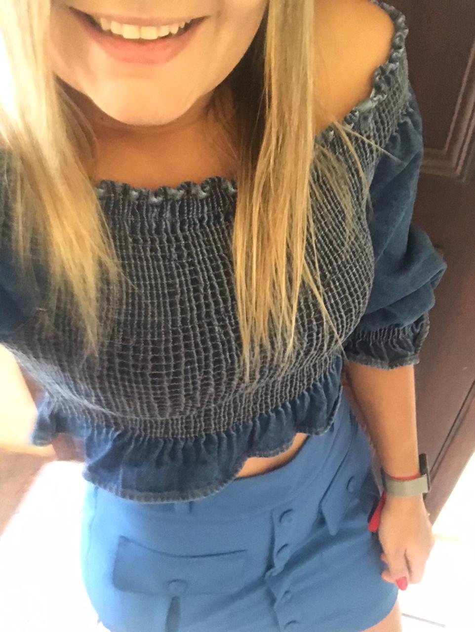 Blusa Ombro a Ombro Jeans com Detalhes em Lastex