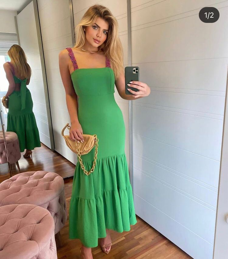 Vestido Alcinha Longo Verde com Detalhes nas Costas