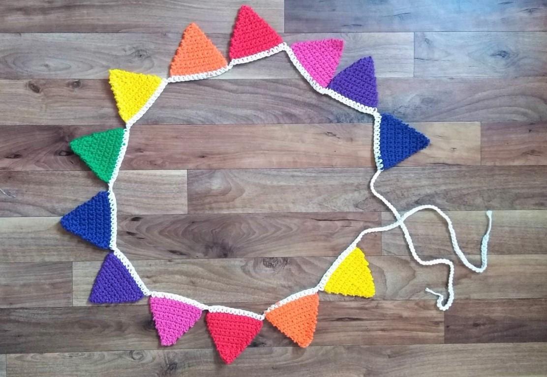 Bandeirinha de crochê: Arco-íris