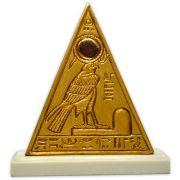 Réplica Museu Egípcio Curitiba - Piramidion com Rá-Horakhti