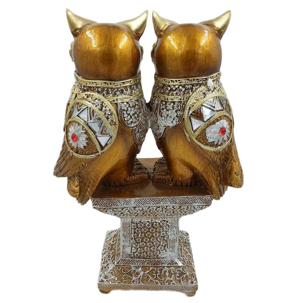 estatua de corujas decorativa em madeira rica em detalhes
