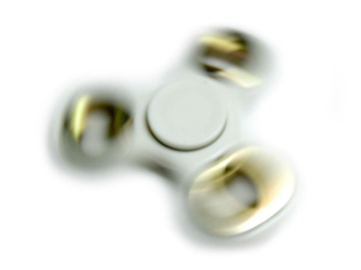 Fidget Hand Spinner Recreação Anti Estresse Giro Branco Com Rolamento Dourado (bsl-gira-1)