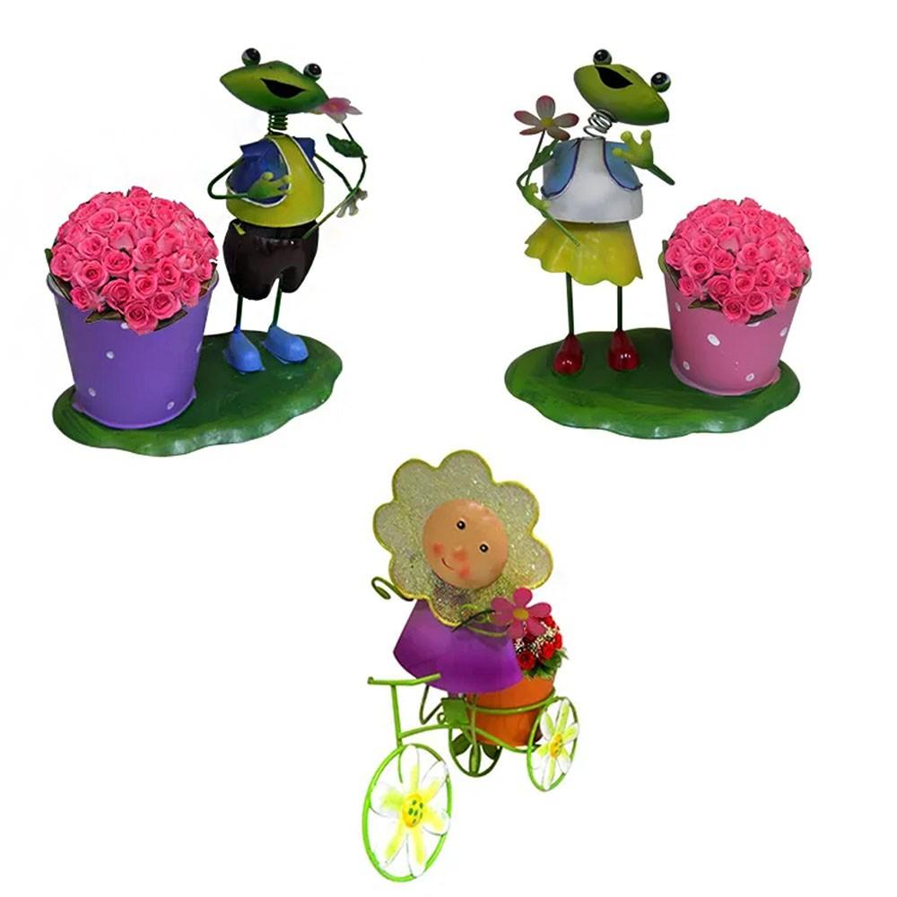Kit 4 Enfeites Boneca Flor Com Bicicleta e Casal Sapos Com Vaso Decoraçao Jardim Flores Varanda