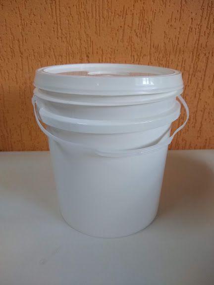 Balde Plástico branco ou preto com alça e tampa 5 Litros - 10 Unidades