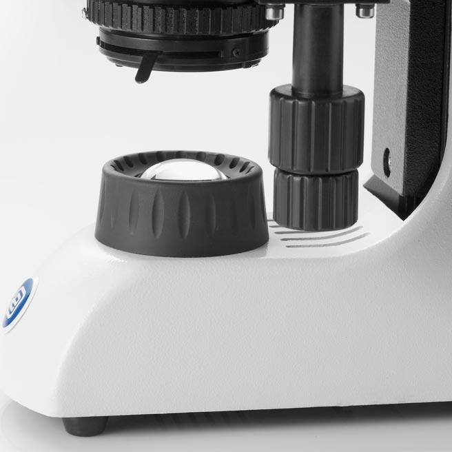 Microscópio trinocular BioBlue