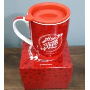 CANECA  COM TAMPA DE SILICONE ALL YOU NEED IS LOVE
