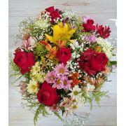 Buquê flores do campo com rosas