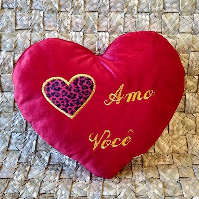 Almofada pelúcia em formato de coração 43cm