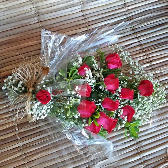 Ramalhete com 12 rosas