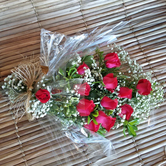 Ramalhete com 12 rosas carola