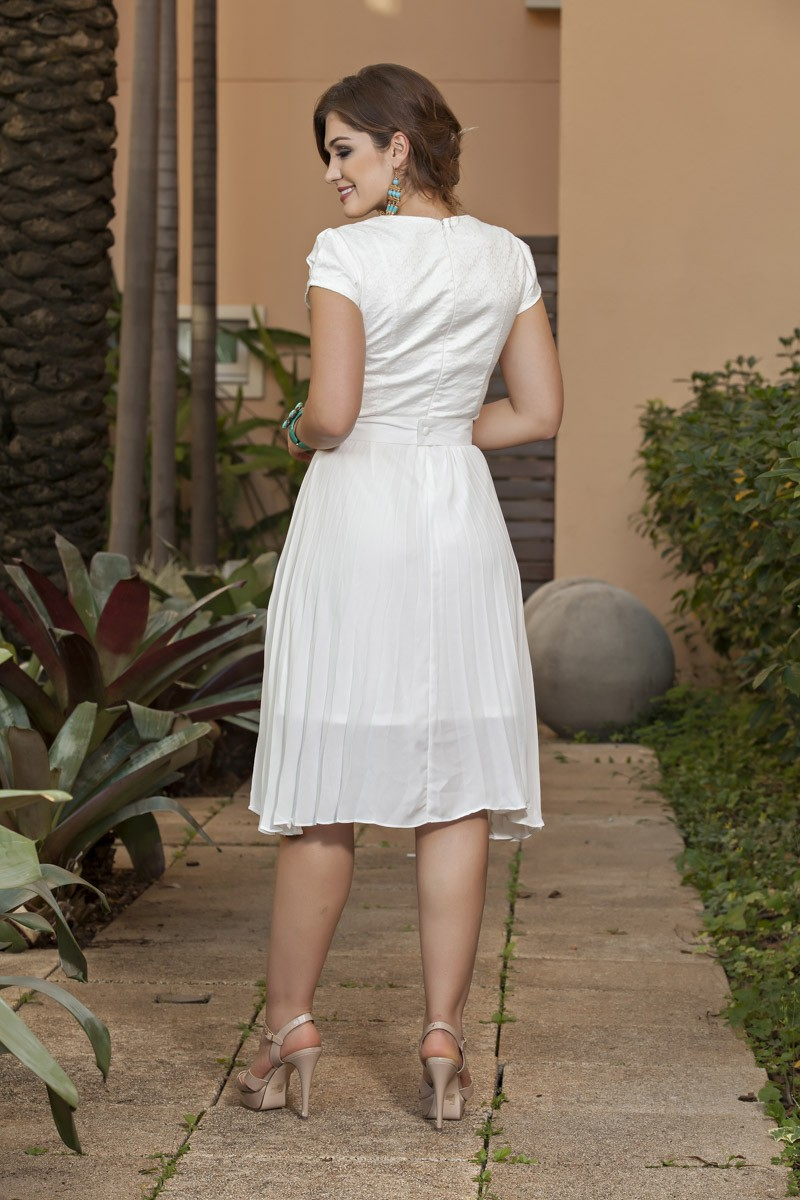 1974-Vest: em jacquard e saia plissada crepe  c/ cinto ilhos
