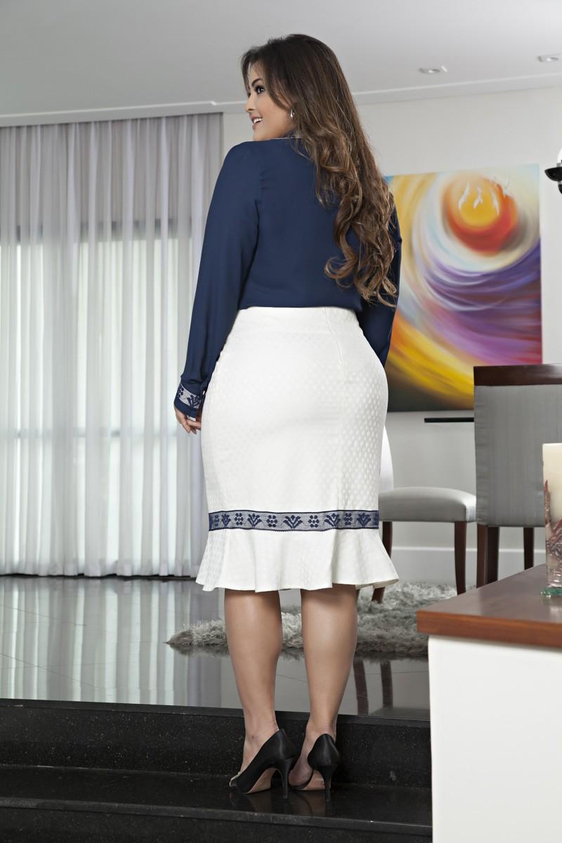 2060- Conj: plus size camisa em crepe c/ det. renda e saia jackard c/ forro det. renda