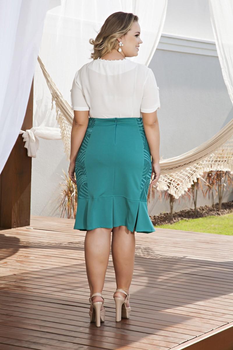 2064- Conj: plus size blusa em crepe c/ laço e saia em malha c/ forro det, em renda
