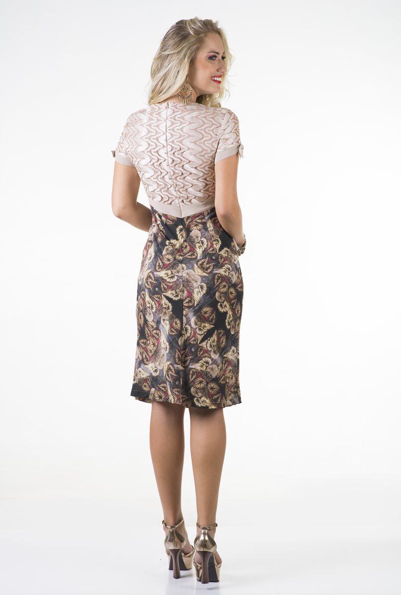 1668-Vestido  crepe estampado c/ recortes renda