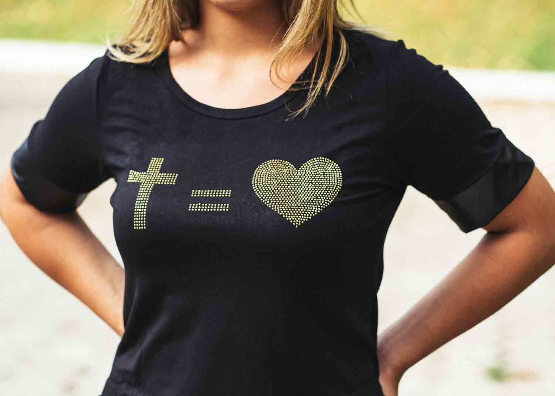 Bata preta cruz - coração dourado