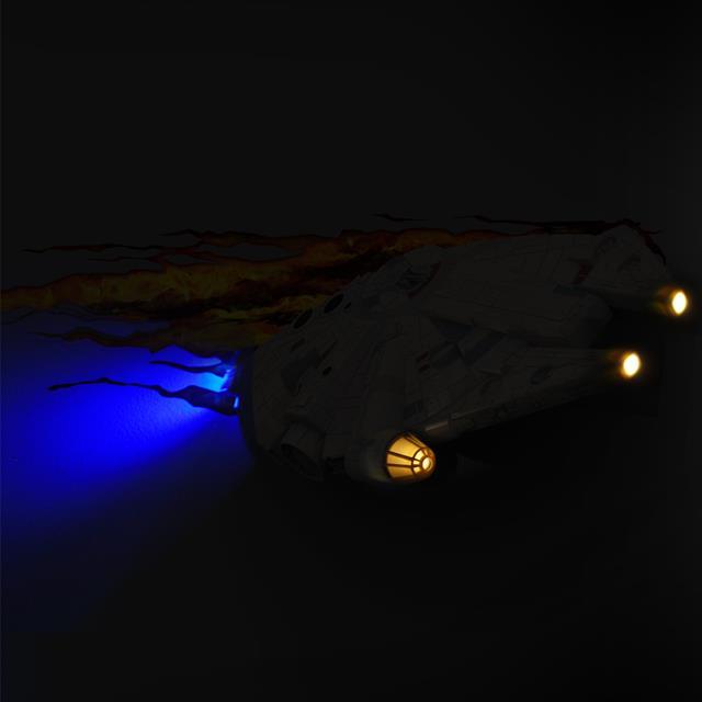 Lumin�ria Star Wars Millenium Falcon - 3D ligtht FX