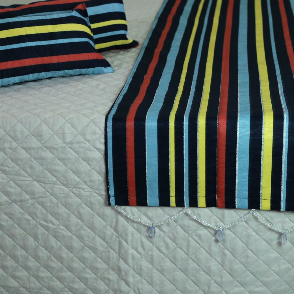 Conjunto de Passadeira com Almofadas Listrado Colorido Cama Casal