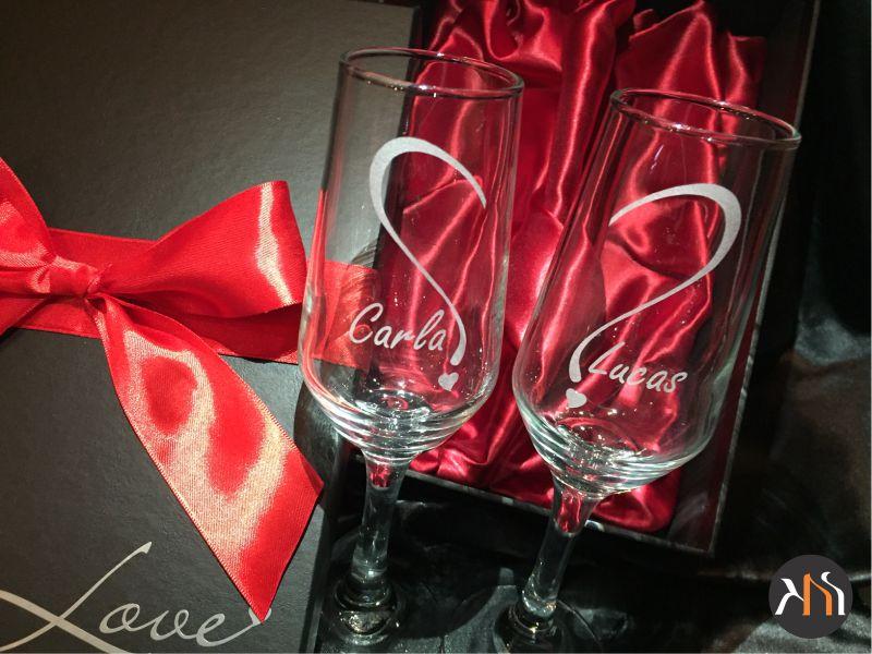 Conjunto Bistro LOVE Luxo  2 taças de vidro para espumante personalizadas