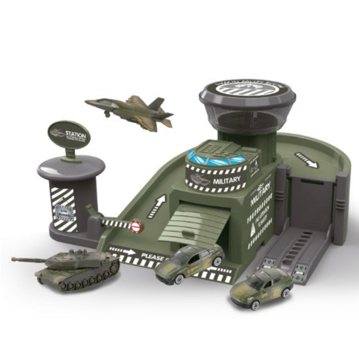Base Militar Infantil Com Carrinho Em Metal E Adesivos Monte E Crie - CM559-62D