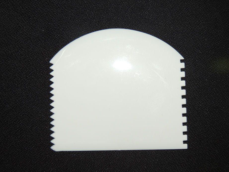 Espátula Plástica Meia Lua 4 Funções - 33.F