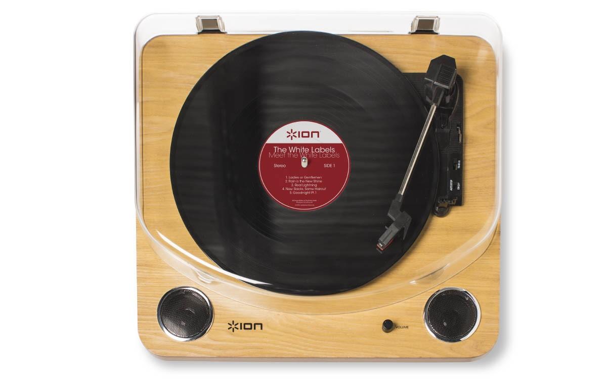 Toca Discos Vitrola ION Com Conversor Digital USB E Alto-Falante Maxlp
