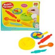 Kit com 3 Massinhas de Modelar e 6 Acessórios Modele e Brinque - DM Toys