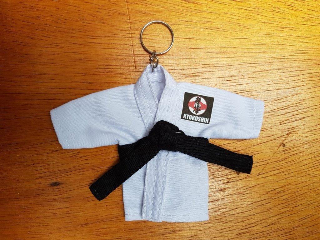 Mini Kimoninho Branco Karate Estilos c/corrente e argola