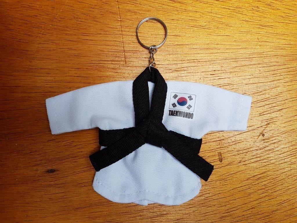 Mini Kimoninho Branco Taekwondo c/corrente e argola