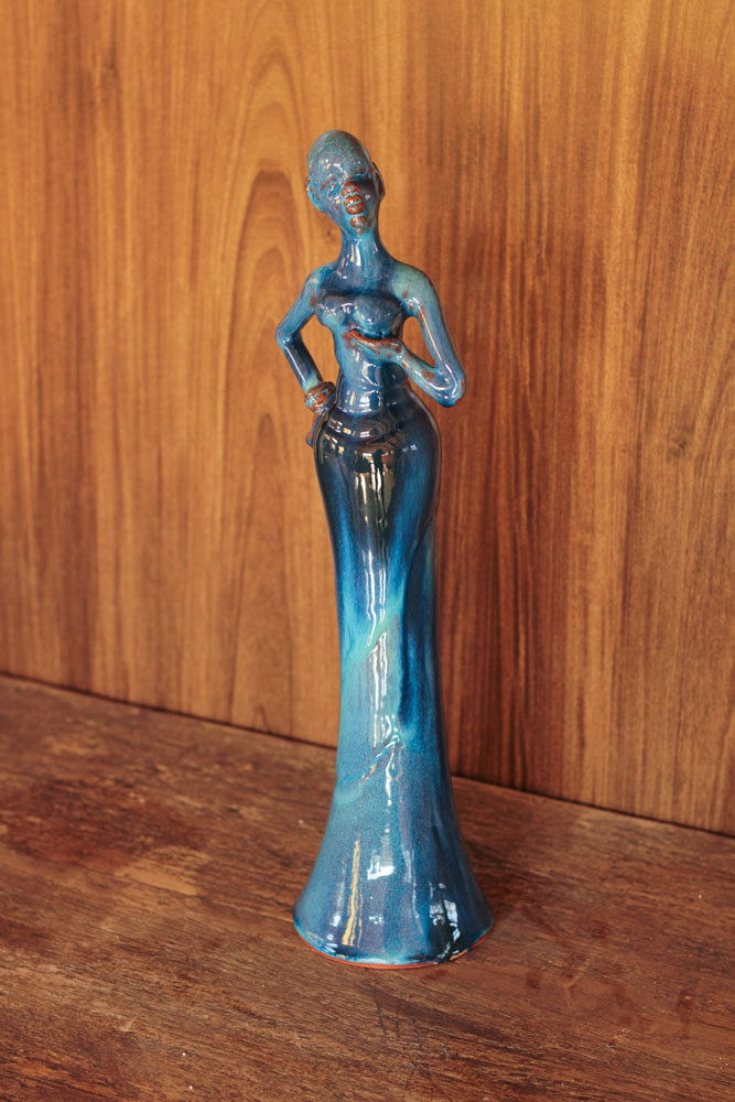 Boneca Atrevida Mão no Peito - Azul Jade