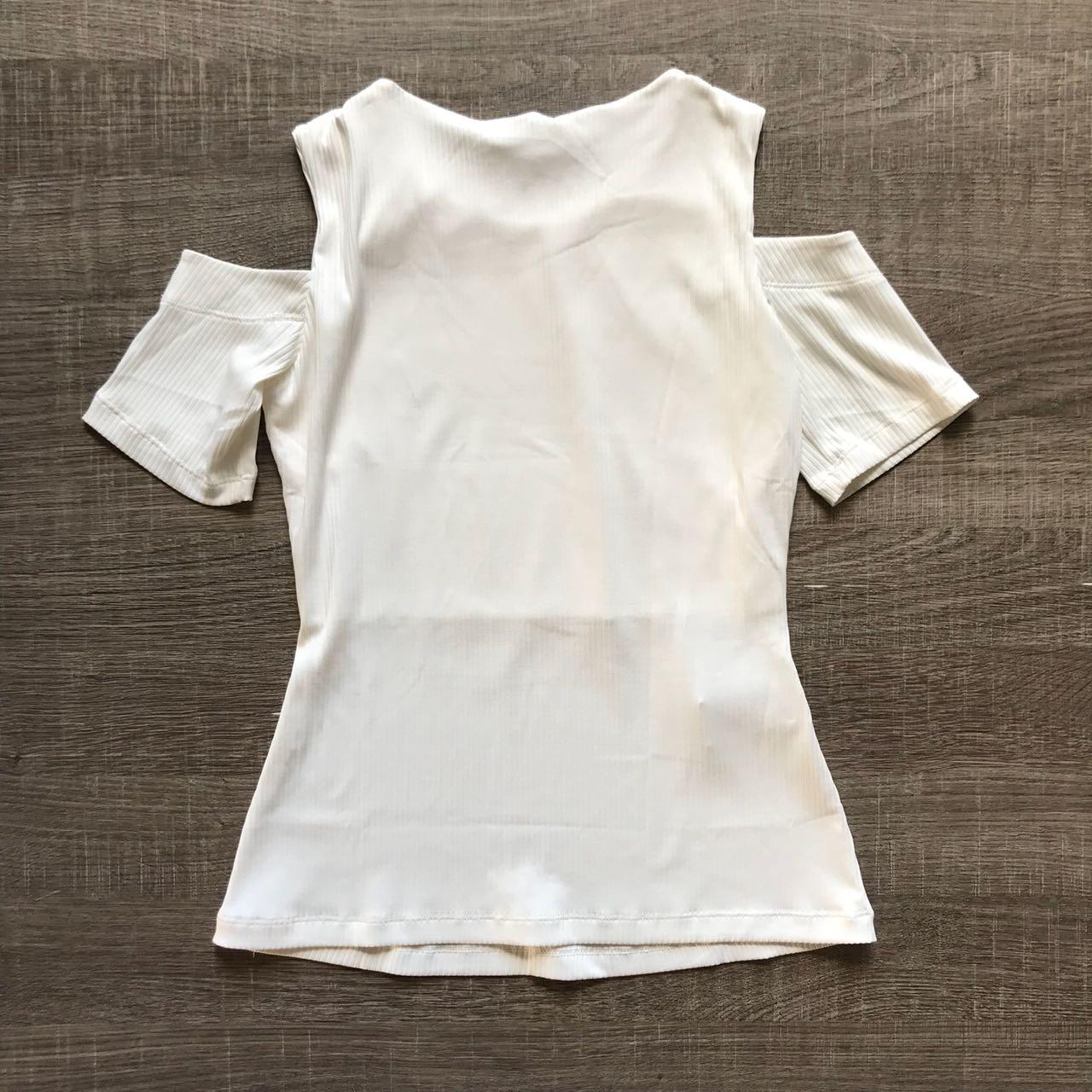 Blusa Canelada Ombro Vazado