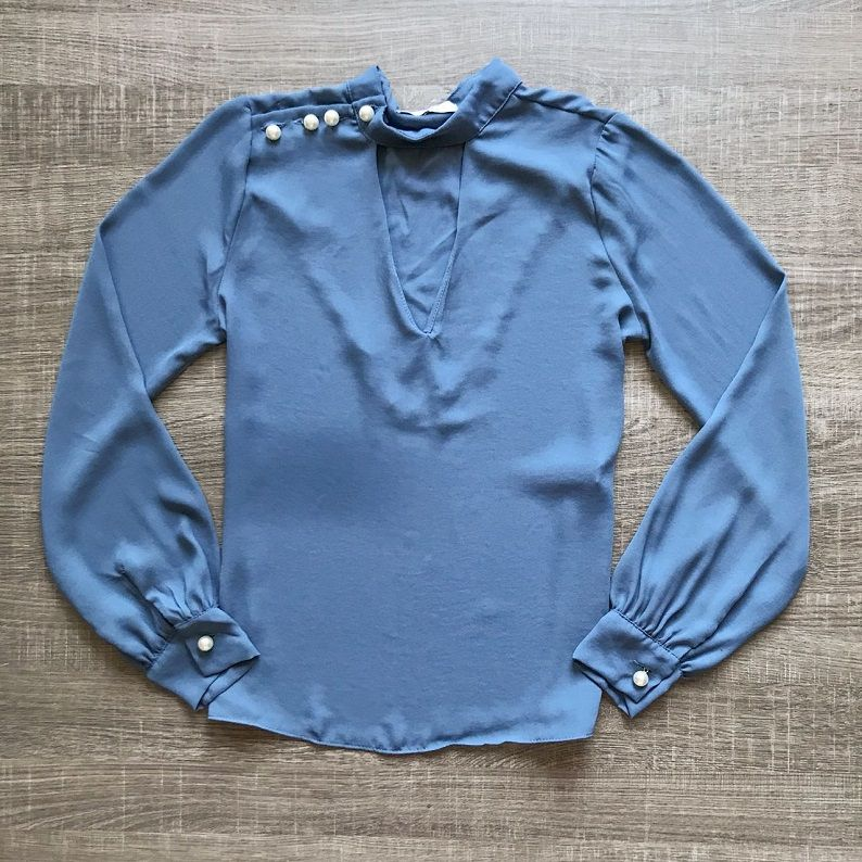 Blusa Crepe Azul Pérolas
