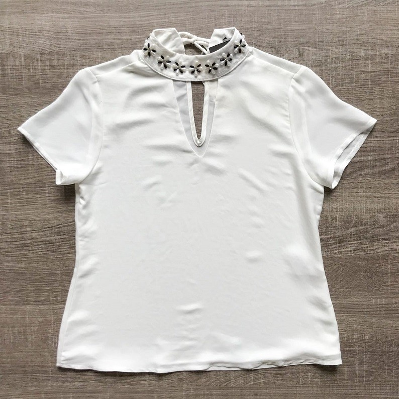 Blusa Crepe Chocker Bordada
