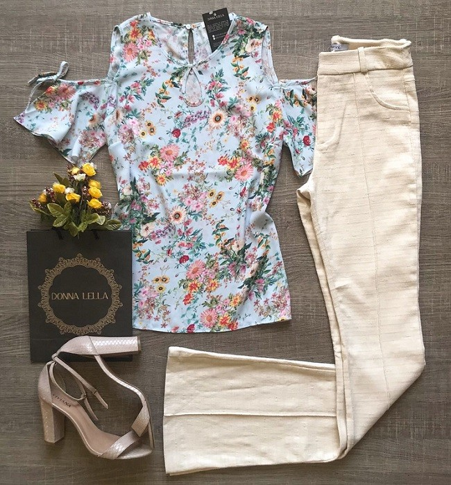 Blusa Crepe Floral Ombro Vazado