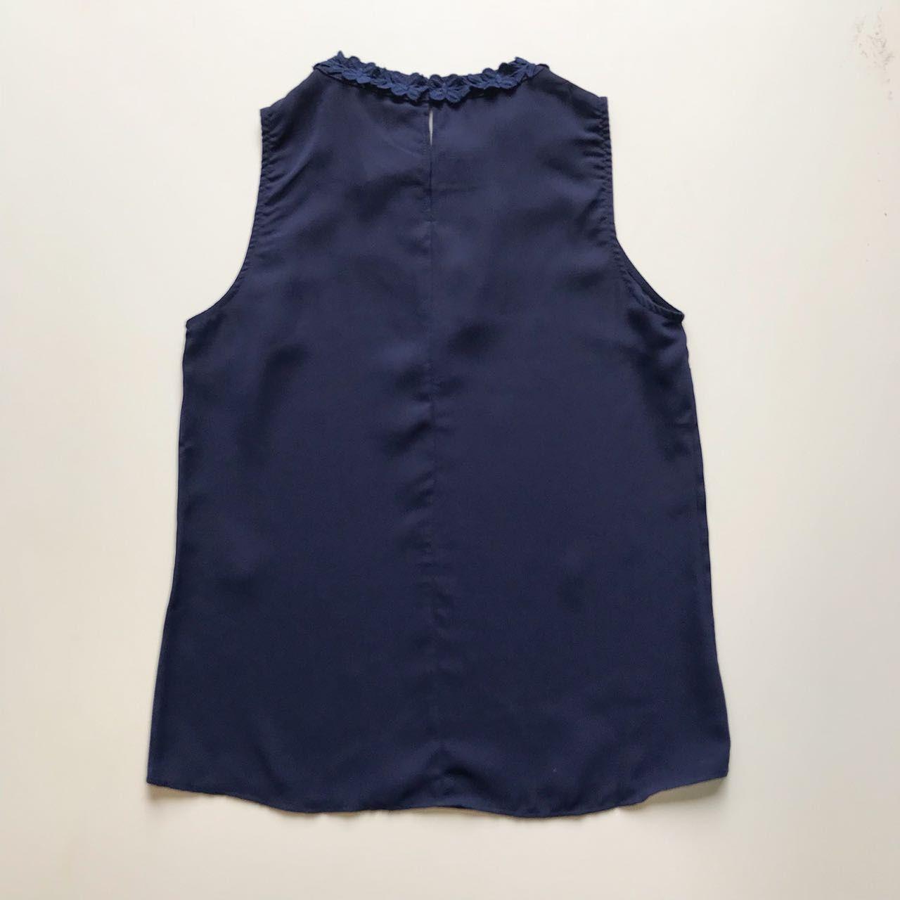 Blusa Crepe Marinho Detalhe Decote